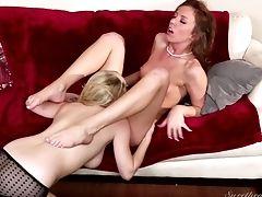 Aiden Starr, Belleza, Rubia, Morena, Tierna, Comida, Horny, Lesbiana, Sexo Oral, Vagina,