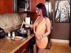 Americanos, Gata, Garganta Profunda, Vestido , Na Cozinha , Seios Naturais , Magrinhas, Grosseira, Branco , Joven,